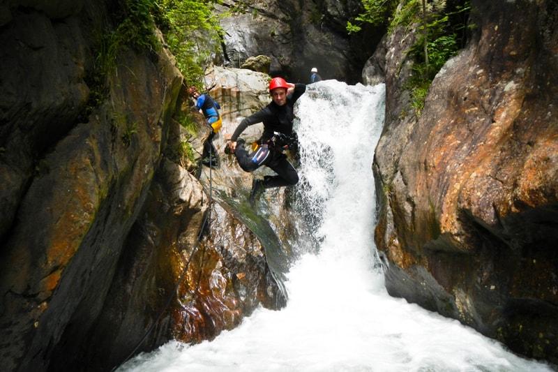 Jump im Canyon